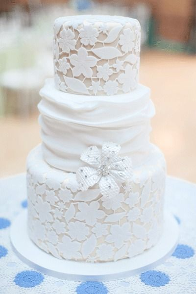 Dainty Laced cake