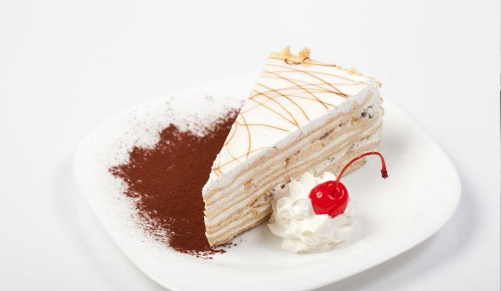 baking blur cake cherry