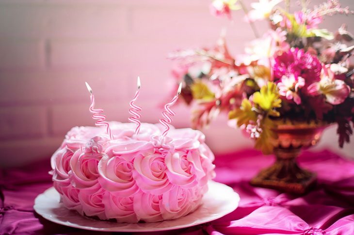 pinky floral cake with a flowers